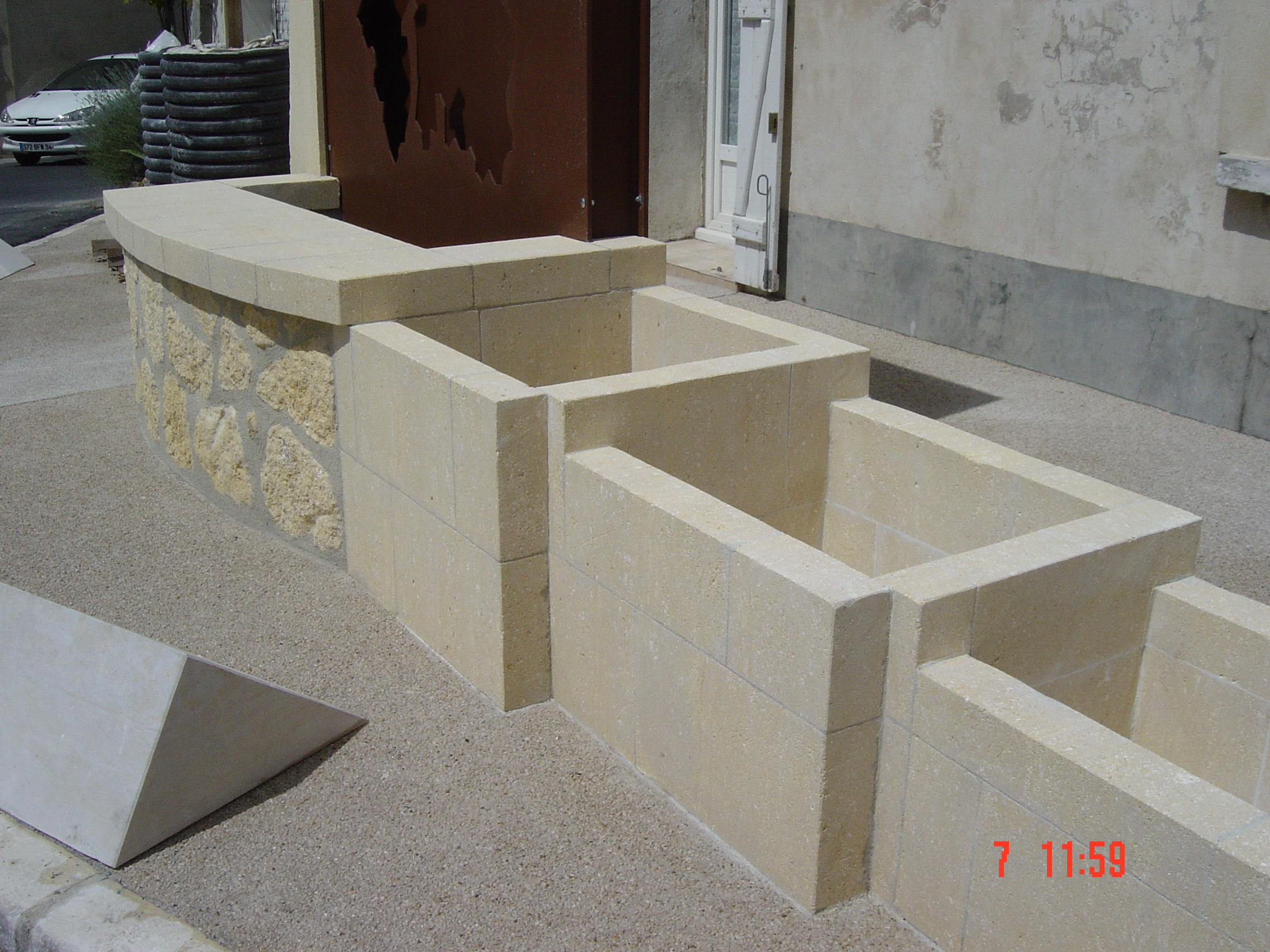 Jardinière  en pierre Sussargues