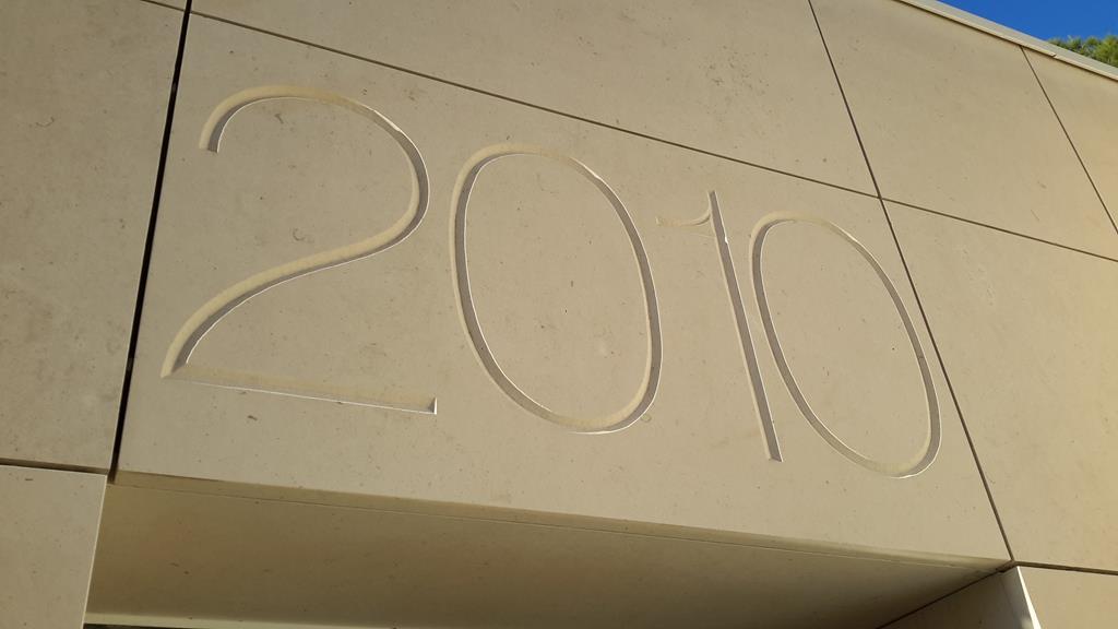 gravure graveur funéraire pierre marbre Montpellier
