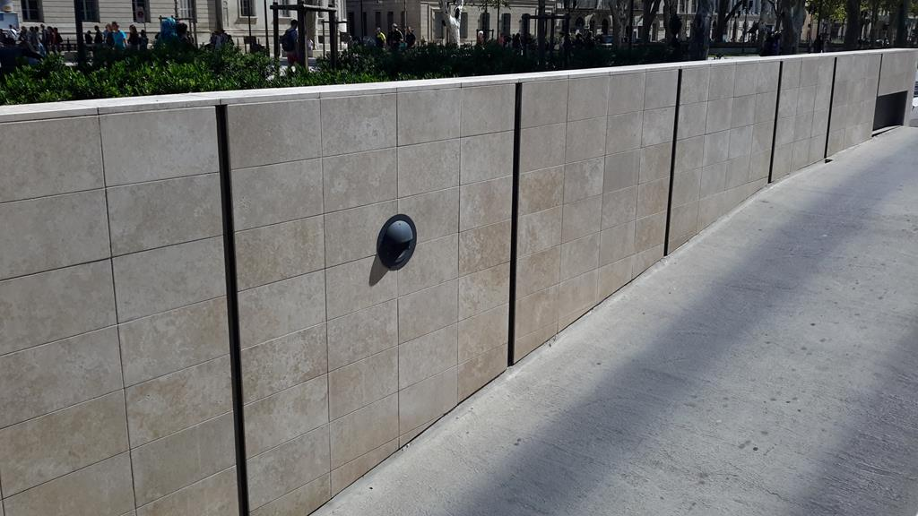 Mur en pierre agrafé  Ominero Marbrerie Montpellier