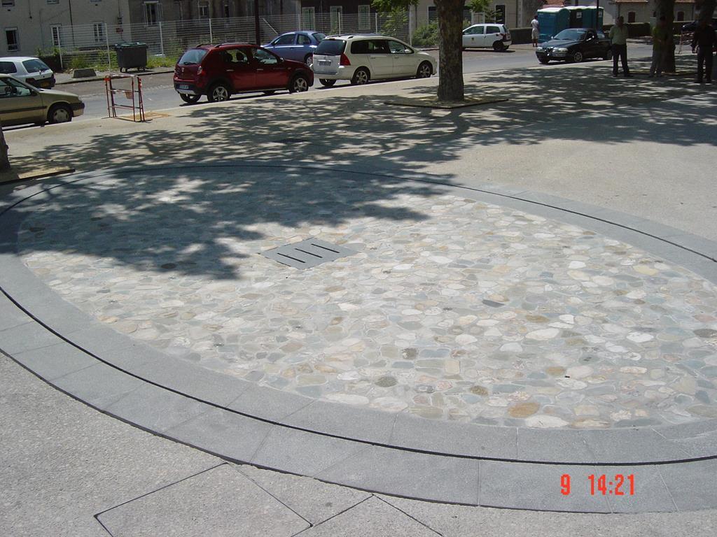 fontaine-miroir-eau-granit-pierre-marbre-marbrerie-montpellier