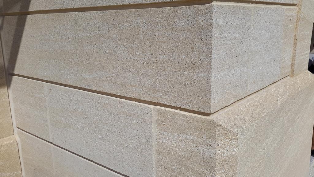 mur-bloc-pierre-massive-massif-montpellier
